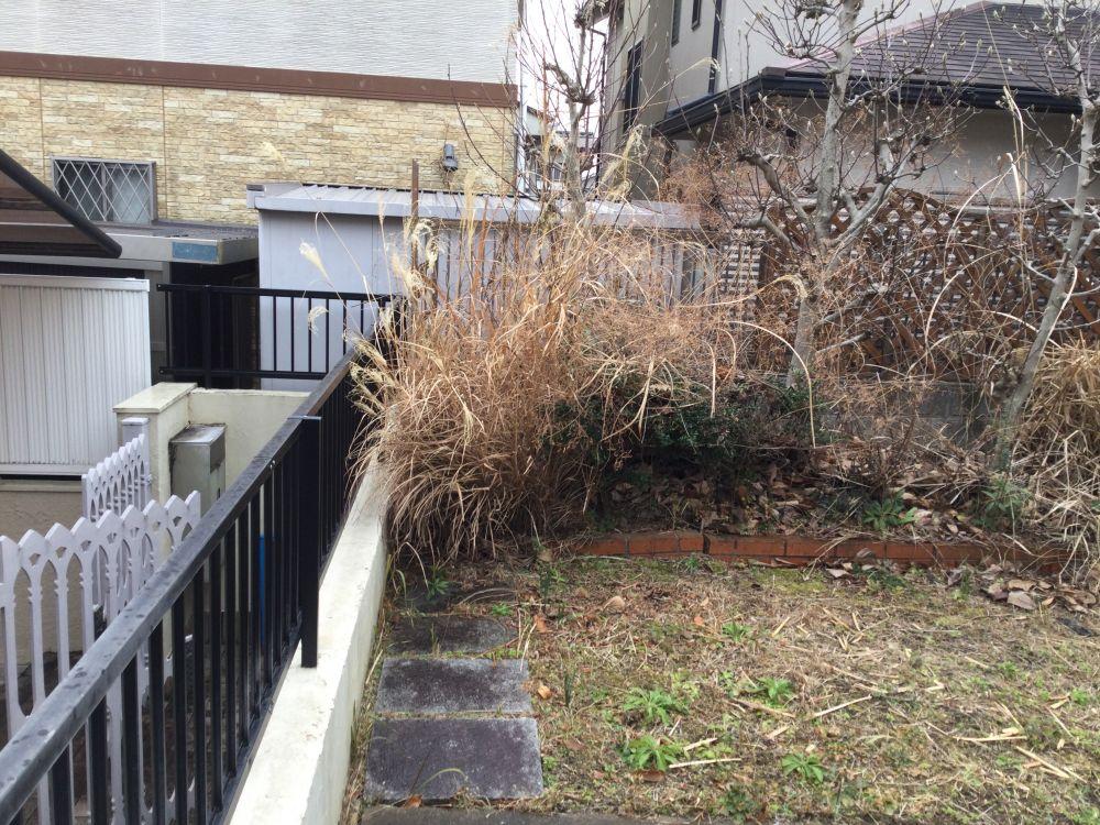 空き家管理 庭の枯草 草刈り (1)