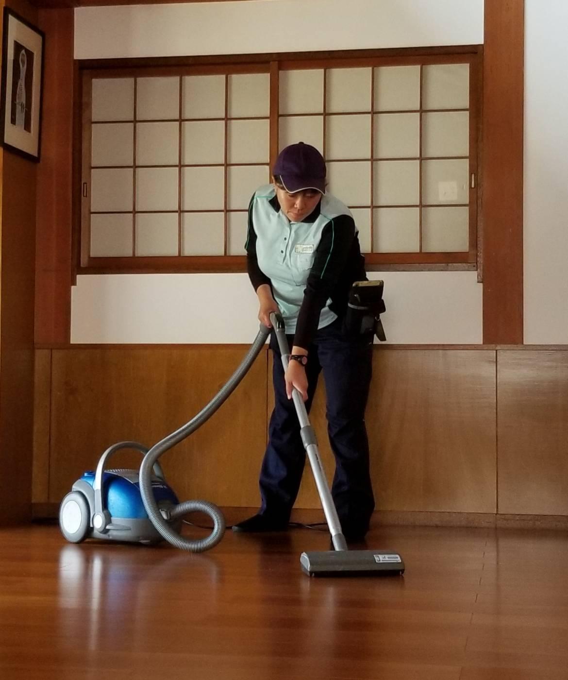 20190419岐阜県多治見市 掃除機がけの後に水拭き 田中さん (3)