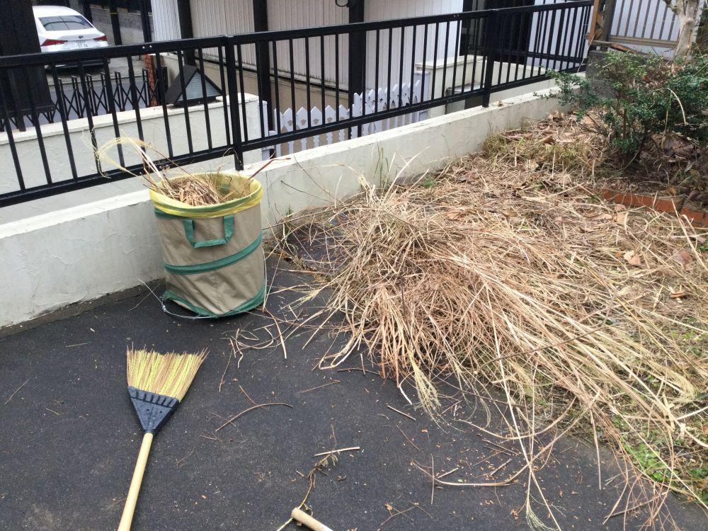 空き家管理 庭の枯草 草刈り (3)