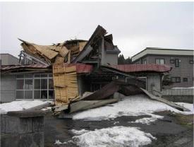 積雪により倒壊した空き家