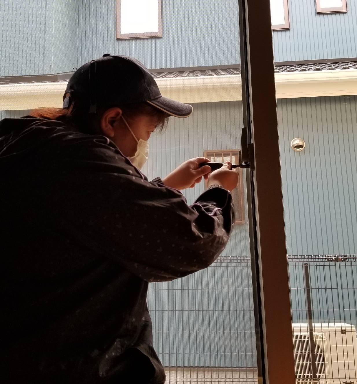 名古屋市緑区 鍵窓のネジ締め (1)